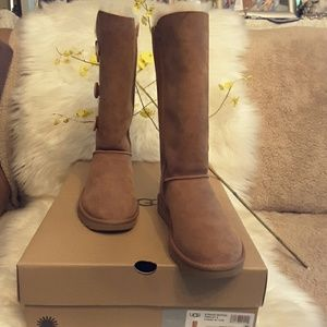 AUTHENTIC  UGG W BAILEY BUTTON TRIPLE T  ll